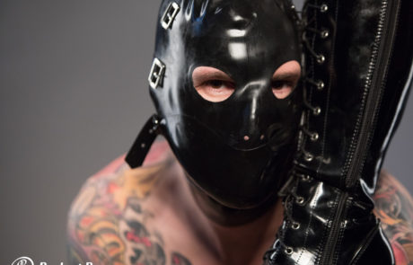 Latexmaske Stiefel Sklave