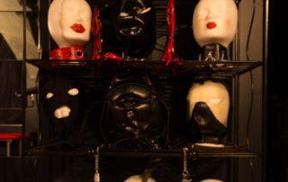 Gummimasken Sturmhauben Latexmasken Halsbänder