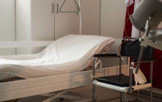 Klinikbett Irrigator Bettgalgen